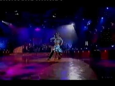 Chris Hemch... Chris Heswor... el marido de la Pataky bailando sabrosón