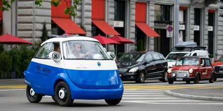 Vintage, eléctrico y lleno de estilo: se llama Microlino y es el coche más 'cool' para la ciudad
