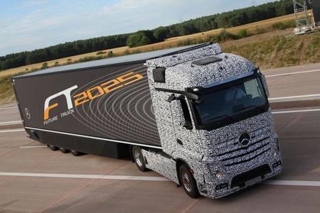 Video: ¿Un trailer que se maneja solo? Sí, es de Mercedes-Benz.
