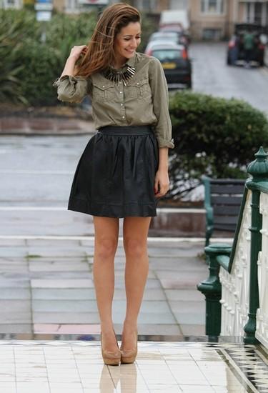 Las faldas de cuero alegran nuestras piernas este otoño