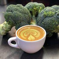 ¿Quieres comer más verduras? Prueba el café de broccoli…no es broma
