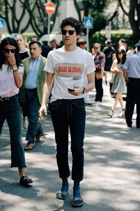 El Combo De Chanclas Y Calcetines Conforman Los Mejores Looks Del Street Style De La Semana 02