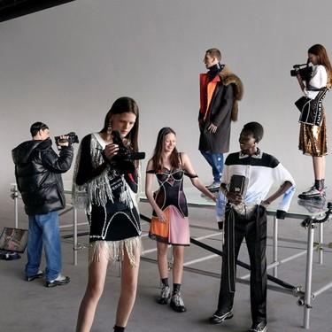 Un lookbook dentro de un lookbook: así es la nueva campaña de Burberry que parece hecha por las propias modelos