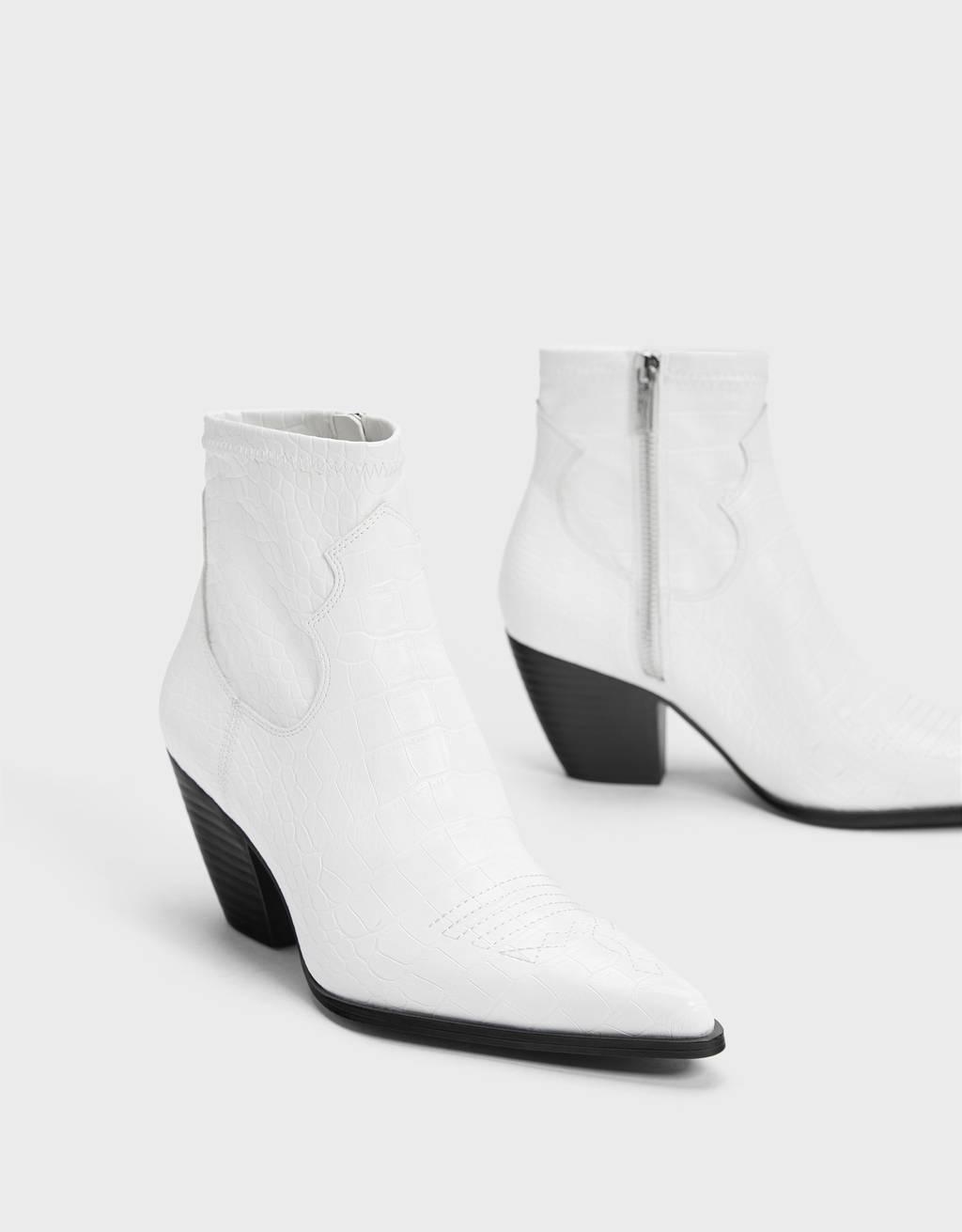 Botines blancos de estilo cowboy