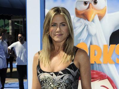 Valentino convierte a Jennifer Aniston en la chica mejor vestida del estreno de 'Storks' en Los Ángeles