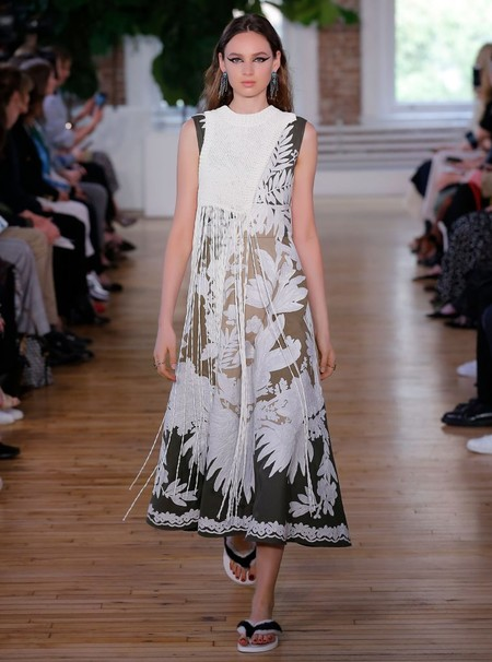 Valentino Resort 2018 Fashion Show The Impression 40 760x1024