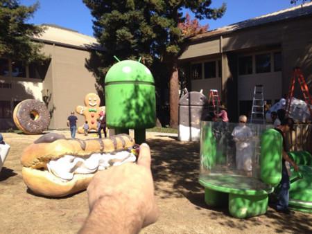 Las estatuas Android del GooglePlex se acicalan para recibir la próxima versión