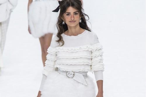 Penélope Cruz y otras celebrities despiden a Karl Lagerfeld en su último desfile para Chanel