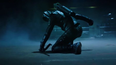 El tráiler de la temporada 7 de 'Arrow' muestra a Oliver Queen en prisión y un nuevo justiciero enmascarado en Star City