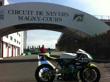 Primer podium para una moto eléctrica española en el FIM E-Power 2011