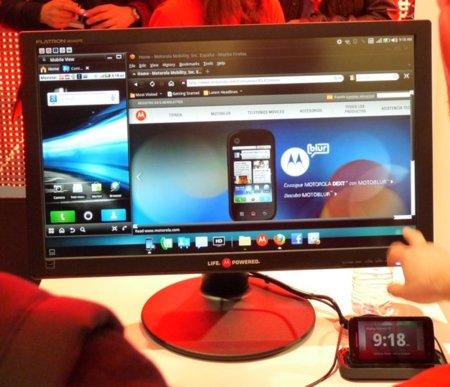 Motorola Atrix, lo probamos con sus accesorios en el MWC 2011