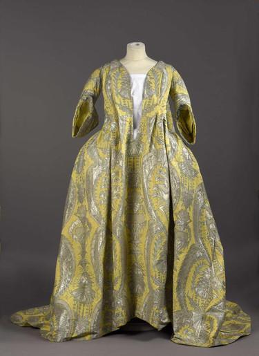 Subastado un traje puesto de moda por Madame de Montespan, amante de Luis XIV, para disimular sus embarazos