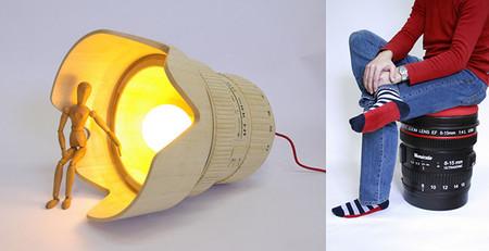 Regalos decorativos para fotógrafos: taburete y lámpara con forma de objetivo