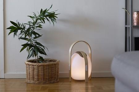 Se transporta, tiene altavoces, diseño nórdico y nos ha enamorado por completo. Así es la nueva lámpara de PortobelloStreet