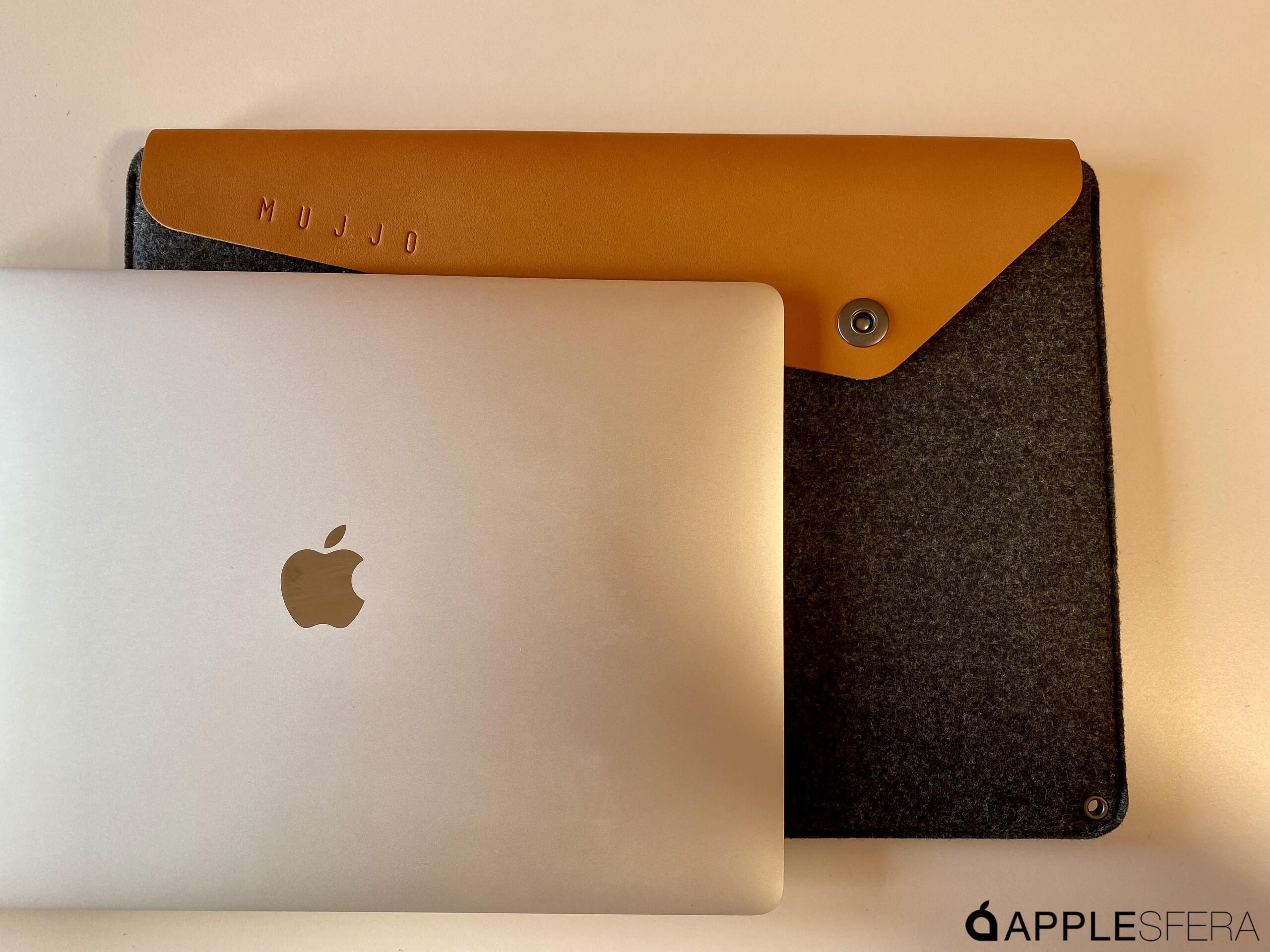 """Foto de Sleeve for 16"""" Macbook Pro - Tan (1/8)"""