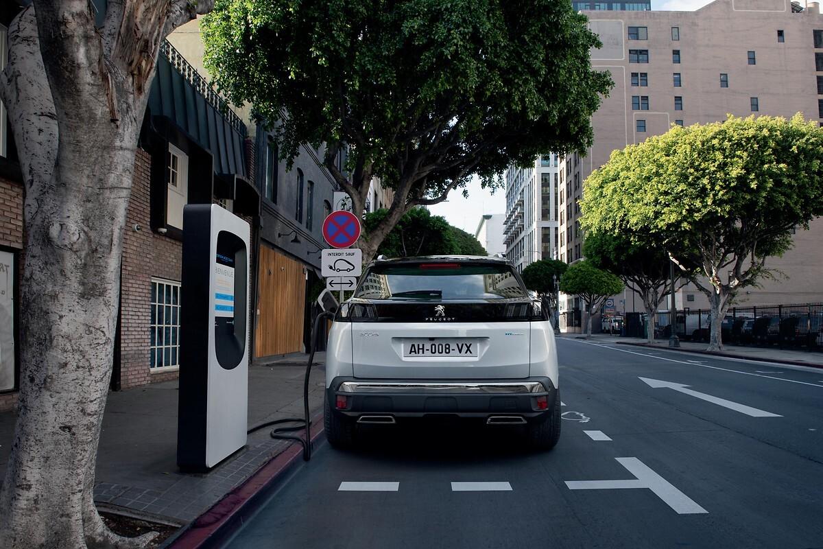 Foto de Peugeot 3008 Hybrid 300 2020 (2/6)