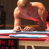 Batió el récord mundial realizando abdominales isométricos por más de 4 horas