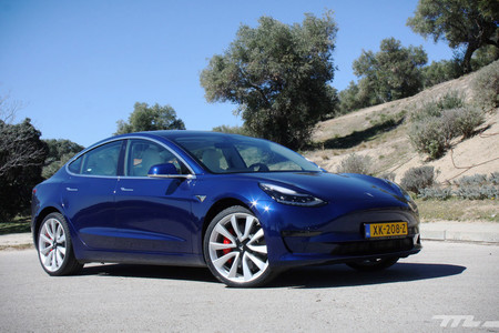 ¿Está vendiendo el Tesla Model 3 más unidades en Europa que las berlinas premium alemanas? Sí y no