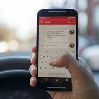 La DGT no rebajará la tasa de alcohol, pero elevará en hasta 6 puntos chatear por el móvil en el coche