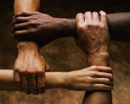 El equivalente sociobiológico de la ecuación de Einstein o el origen de la bondad humana