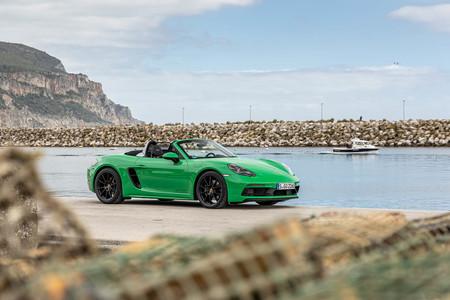 Lo sentimos, puristas: los Porsche 718 Cayman GT4 y Spyder y GTS estrenan cambio automático PDK de siete marchas