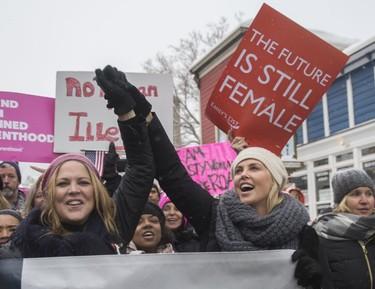 ¿Quién dijo que el feminismo no podía ser divertido? Estas son las 19 pancartas que más nos han hecho reír de la Women's March