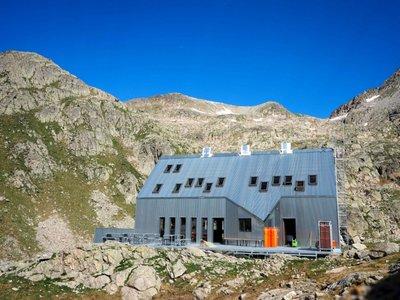 Las ventanas de tejado, un gran acierto en el impresionante refugio de montaña Cap de Lluset