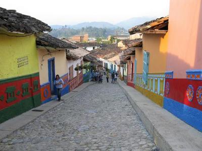 Colombia: visita al pueblo de Guatapé, una bonita excursión desde Medellín.
