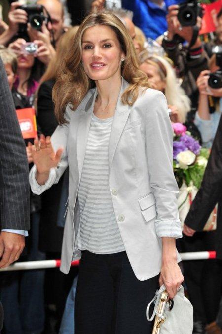 El look de la Princesa Letizia en Hamburgo, una de las ausentes en la Boda Real de Mónaco