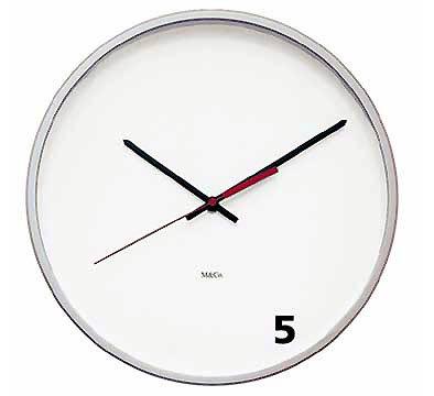 Reloj que marca las cinco en punto