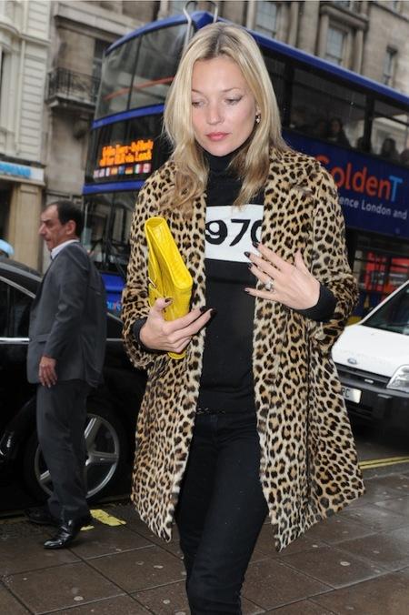 El abrigo de print de leopardo sigue siendo tendencia