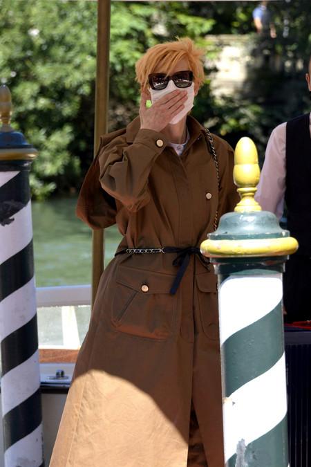 Arranca el Festival de Venencia 2020: Tilda Swinton llega a la ciudad de los canales con un look muy otoñal