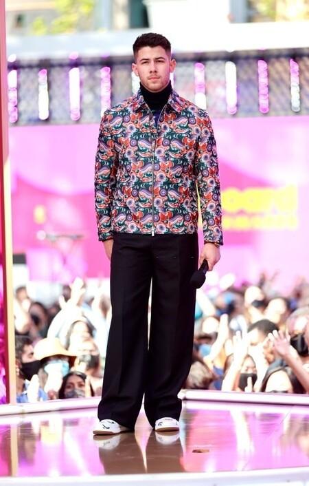 Para Un Segundo Look Nick Jonas Se Viste De La Psicodelia De Dior Para Los Premios Billboard 3