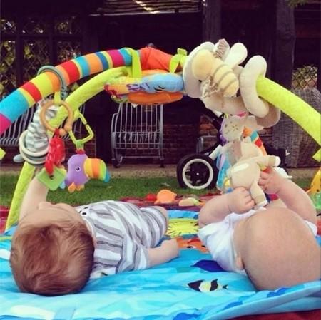 Las rutinas de los bebés de Elsa Pataky, ¿un beneficio para sus bebés o para ella?