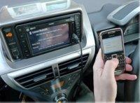 Aplicaciones de smartphone en el salpicadero del coche