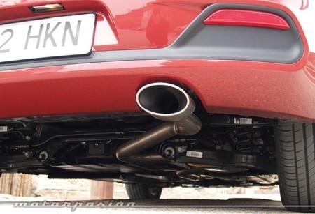 Tubo de escape de un coche diésel