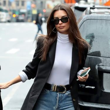 Emily Ratajkowski nos deja el perfecto look todoterreno para el día a día