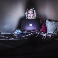 Llenar el carrito online y abandonarlo: así se evade la generación Z de su precariedad y de la pandemia
