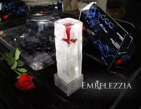 Una exclusiva rosa roja en hielo para Sant Jordi