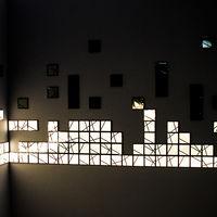 Kumiko, un sistema modular de paneles OLED para decorar el salón con un toque oriental