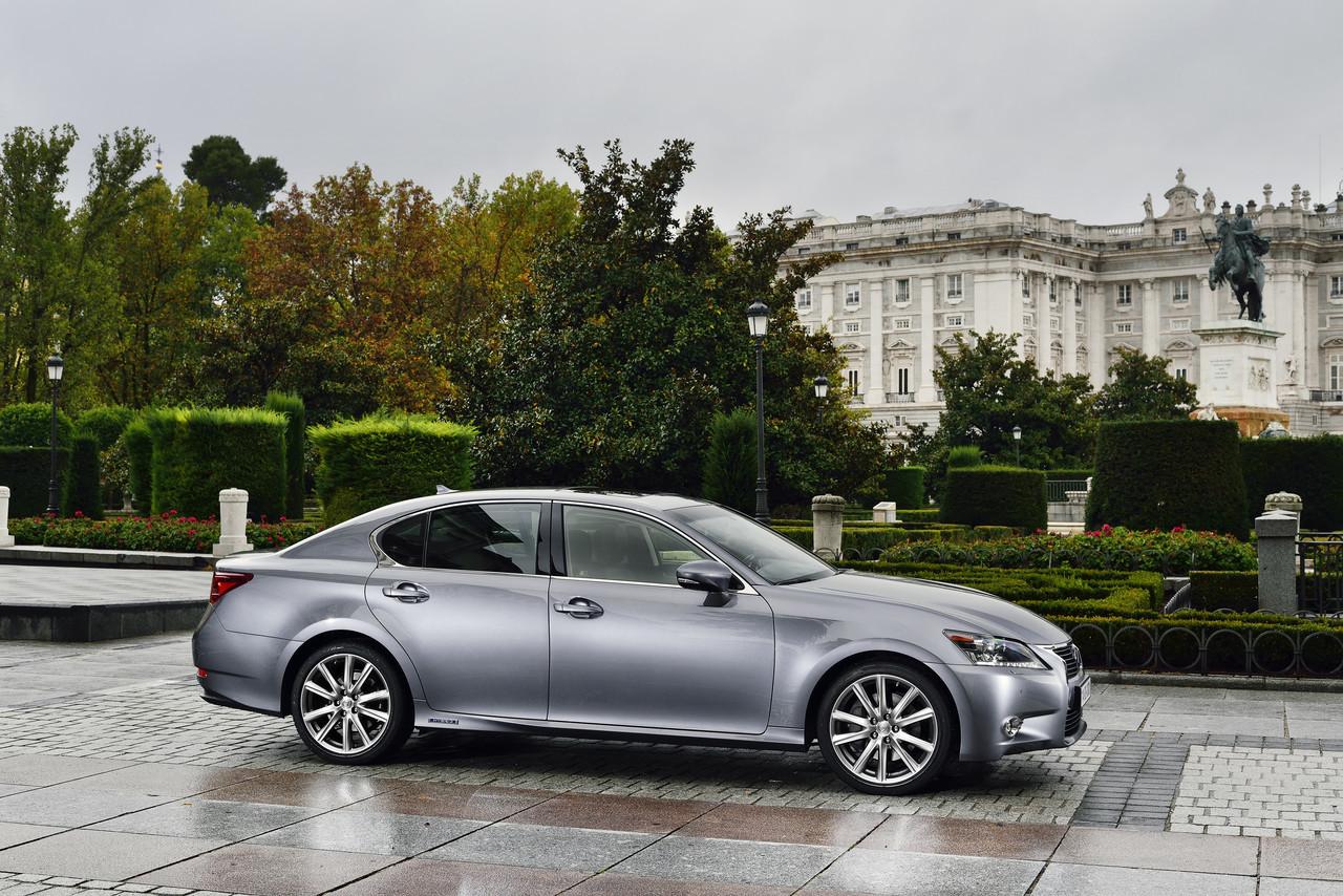 Foto de Lexus GS 300h (40/153)