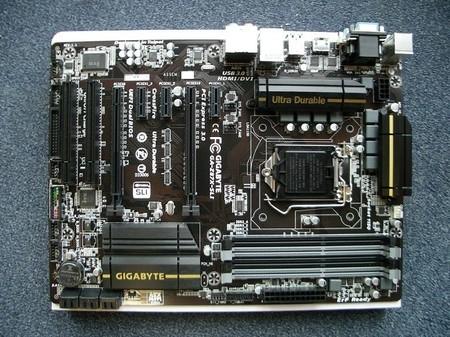 GIGABYTE-Z87X-SLI-slots