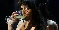 Amy Winehouse hospitalizada por deshidratación