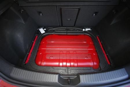 Maletero coche GNC con depósito de gas