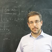 Los grandes retos que plantea la Computación cuántica, explicados por uno de los principales investigadores españoles