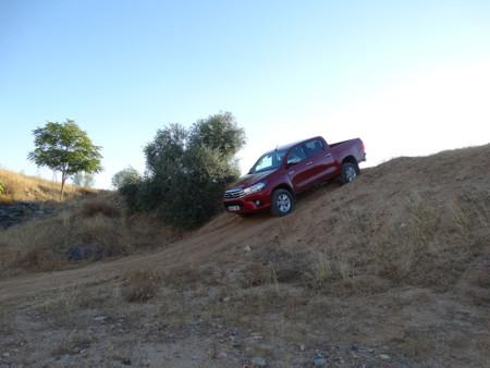 Descenso Prueba Toyota Hilux Exteriores Campo