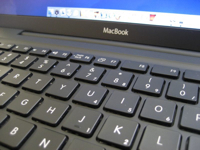 Cómo limpiar un MacBook negro