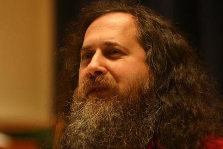 Richard Stallman llama payaso a Brown por querer extender el ancho de banda y limitar su uso