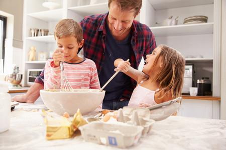 Padre Hijos Cocinando