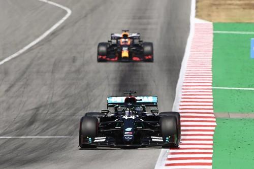 Lewis Hamilton doma los neumáticos para ganar en Montmeló y Carlos Sainz acaba sexto